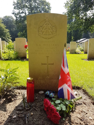 Alex de Groot's photo of Dick's grave