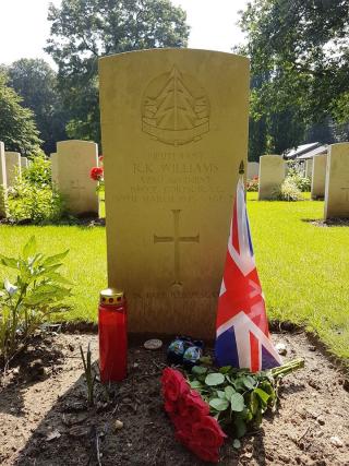 Alex de Groot's photo of Dick's grave